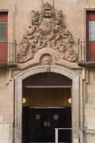 Detalle de la puerta Hospedería Fonseca