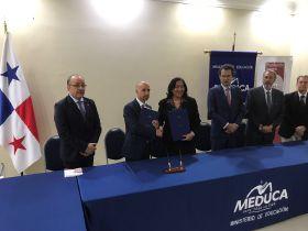 Firma de convenio con MEDUCA