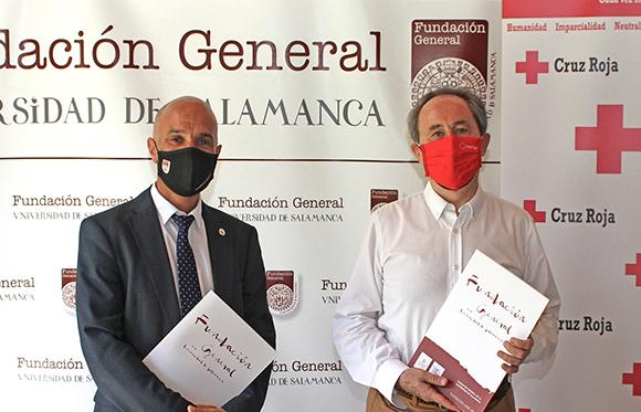 De izqda. a dcha.: Óscar González Benito, director-gerente de la Fundación General, y Jesús Juanes Galindo, presidente provincial de Salamanca de Cruz Roja