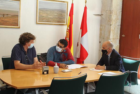 foto de la firma de convenio en la Fundación General